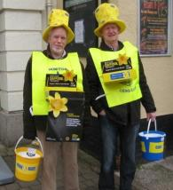 Lions Tom and Trev with their big yellow hats